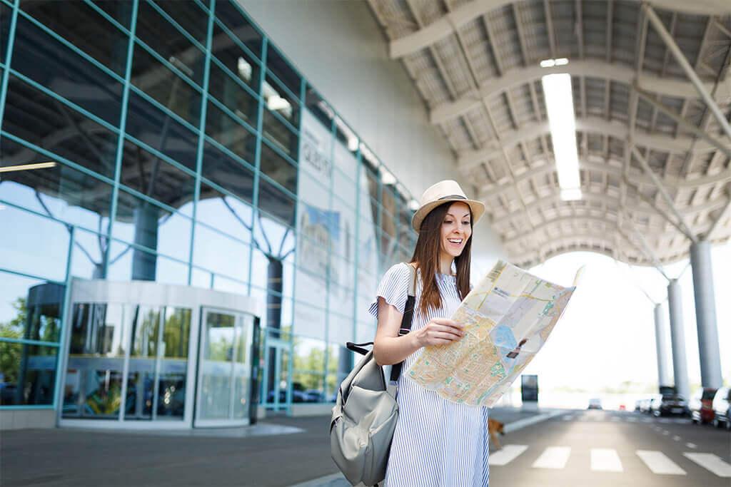 Aliste las maletas y solicite una tarjeta de crédito para sus viajes fuera de Costa Rica